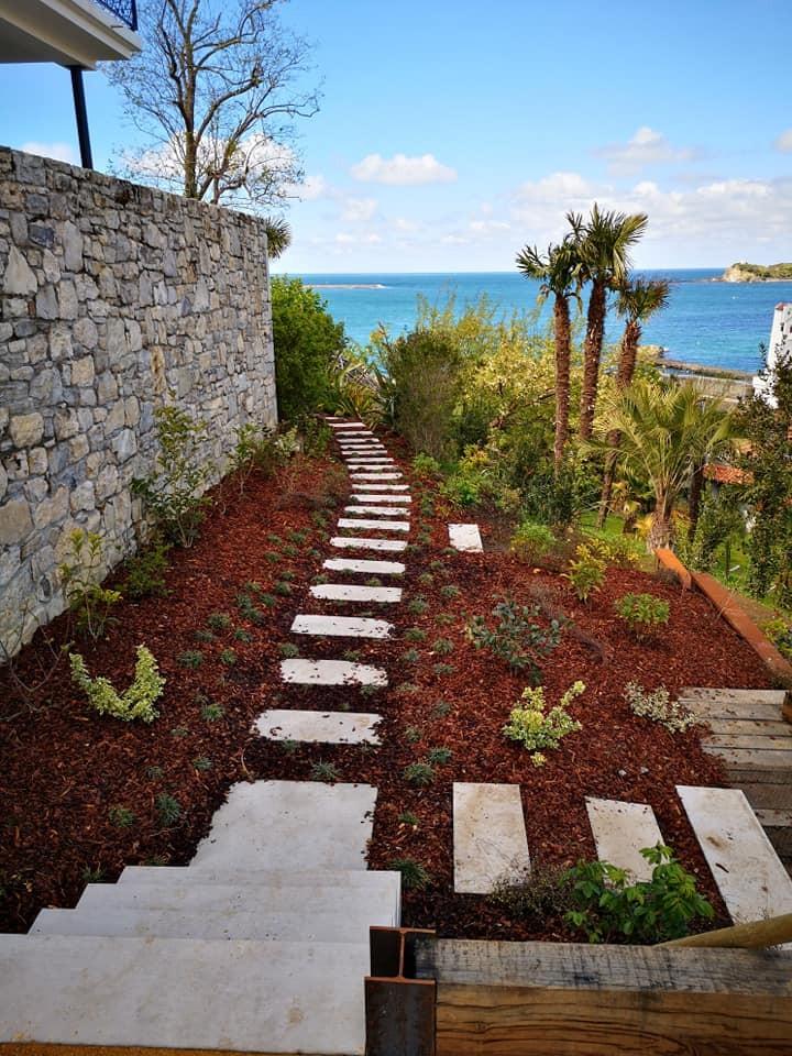 Aménagement d'un escalier en pierres massive